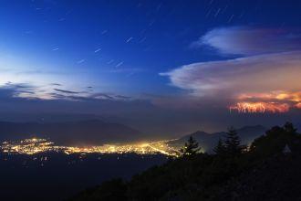 轟く雷鳴と星々